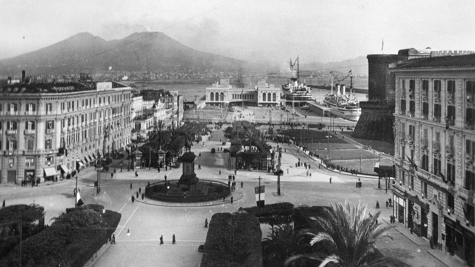 Piazza Municipio 1920x1080 - Búsqueda de los antepasados