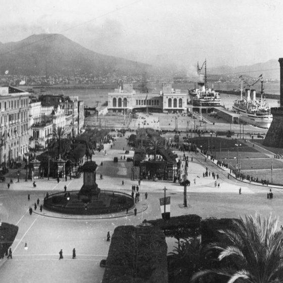 Piazza_Municipio Letusdrive tours Napoli Naples Napoles Italia, Italy